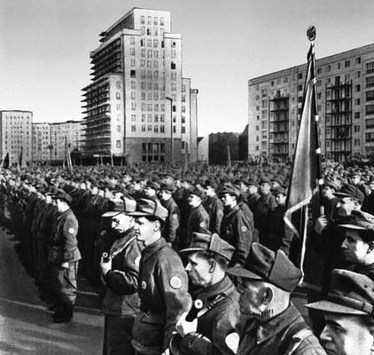 Парад боевых рабочих дружин. Берлин. Август 1961.