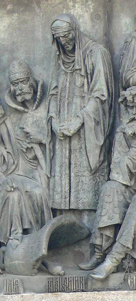 Марфа Посадница над разбитым вечевым колоколом. На Памятнике «1000-летие России» в Великом Новгороде