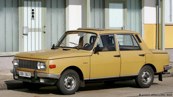 Восточногерманский легковой автомобиль Wartburg, выпускавшийся с 1956 по 1991 год на народном предприятии Automobilwerk Eisenach