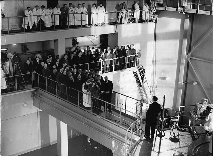К концу 1950-х гг. ГДР вышла на 5е место в Европе по промышленному развитию, и запустила атомный реактор (фото)