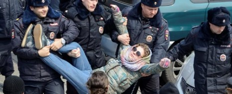 Побоище навальноидов с эцилопами можно было бы назвать очередной серией мыльной оперы про роман жабы и гадюки и этим ограничиться. Но есть нюансы.  Да, Навальный никакой не народный...