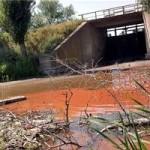 Красно-чёрные реки, коричневые берега.