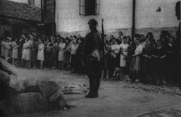 """Ясский погром 1941 г.: евреев сгоняют в """"поезда смерти"""""""