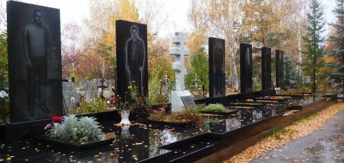 """Память о 90-х - могилы """"братков"""" в каждом российском (украинском и т.д.) городе. Могилы их жертв многочисленней, но и разрозненней"""