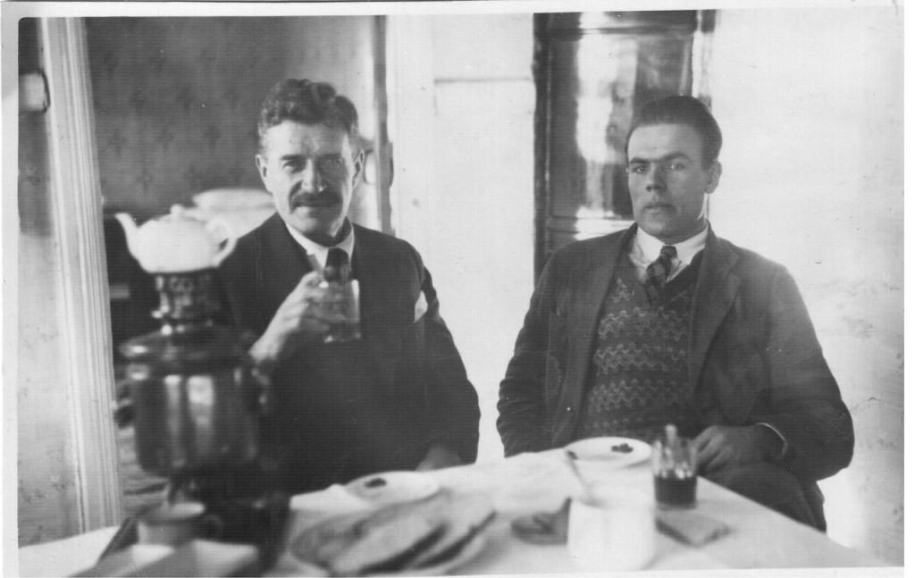 Александр Чернявский (слева)