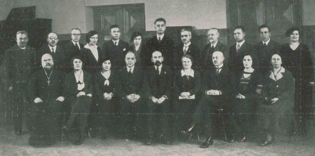 Персонал Ревельской городской русской гимназии в 1933. А.Ф. Штакельберг сидит четвертый слева