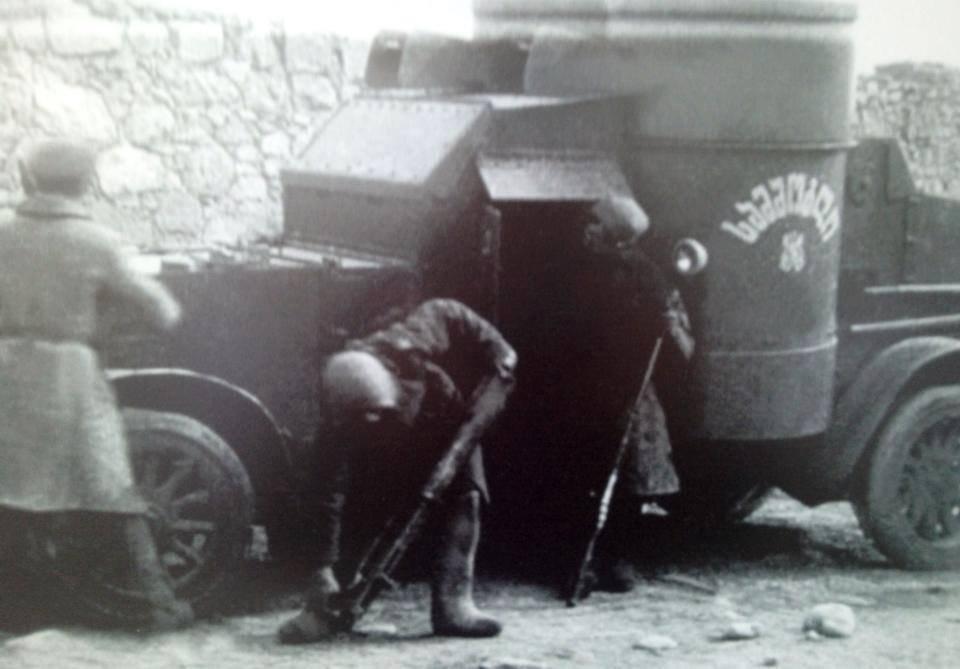 """Британский бронеавтомобиль Остин 3-й серии в составе грузинской армии, на борту надпись на грузинском языке სამშობლო - """"самшобло"""" (""""Родина""""), 1917 – 1921. Под надписью სამშობლო изображена эмблема автомобильных частей РИА."""