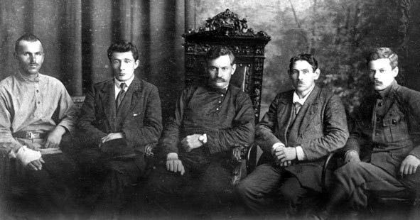 Комуч первого состава — И. М. Брушвит, П. Д. Климушкин, Б. К. Фортунатов, В. К. Вольский (председатель) и И. П. Нестеров