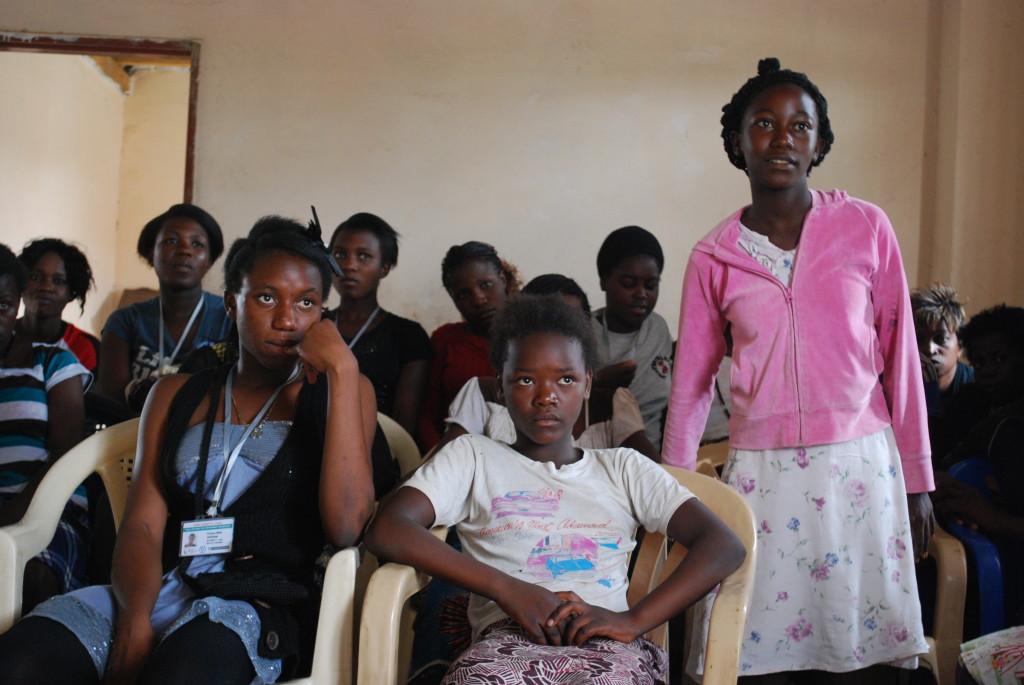 По данным опросов школьниц в Лусаке (Замбия) 53% отвечают, что девушки в их школе испытали сексуальные домогательства