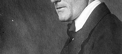 """""""Яркий зоолог-экспериментатор, на заре XX века искавший механизмы наследования прижизненных изменений у амфибий, Пауль Каммерер был обвинен в мошенничестве, после чего он совершил самоубийство...."""