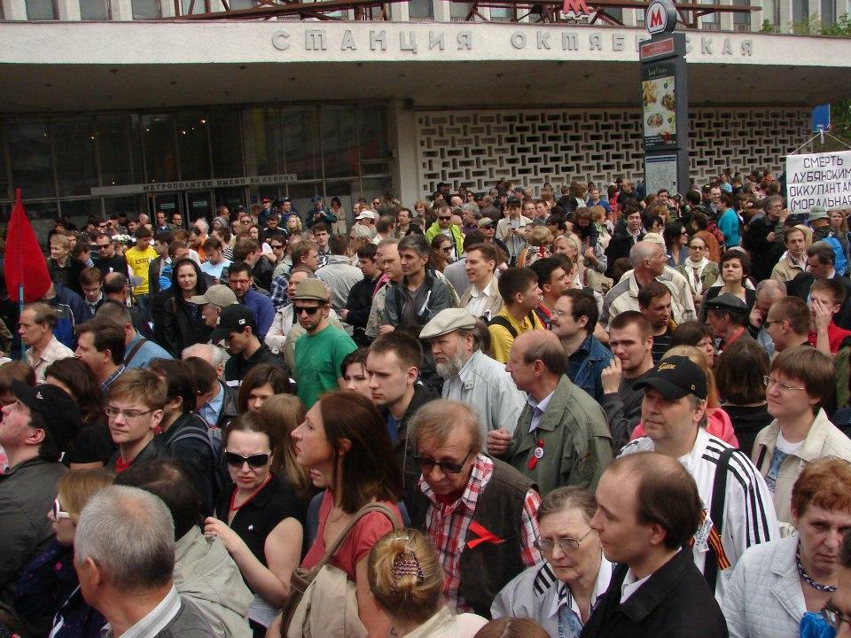 Здесь и далее - снимки автора на пути от Октябрьской до Болотной площади