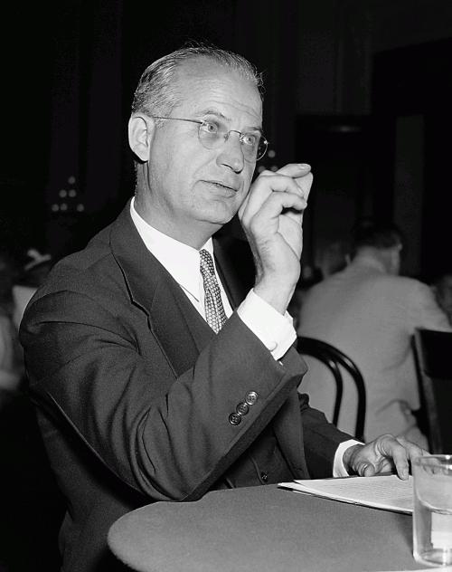 Джей Мэтьюз на заседании Комиссии по расследованию антиамериканской деятельности (1938)
