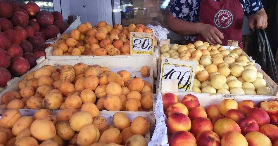 abrikosy na rynke