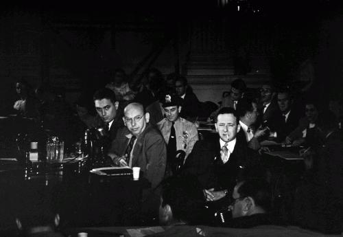 Ханс Эйслер на допросе Комиссии по расследованию антиамериканской деятельности, 1947