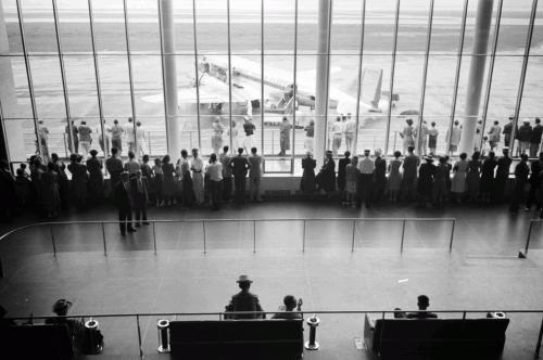 Зал ожидания в международном аэропорту в Вашингтоне, 1941. С началом «охоты на ведьм» эмиграцию выбрали не менее 120 голливудских кинематографистов