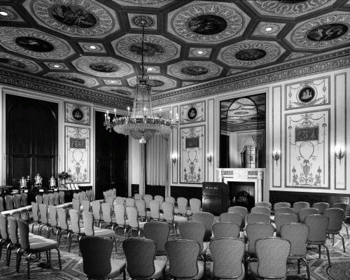 Один из залов нью-йоркского отеля Waldorf, где в ноябре 1947 года состоялась секретная встреча голлливудских магнатов