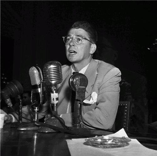 Рональд Рейган ( Выступления «дружественных» свидетелей на заседании Комиссии по расследованию антиамериканской деятельности, 1947)