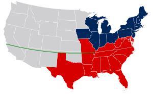На карте изображена территориальная ситуация до Компромисса 1850 года. Синие штаты – свободные, красные – рабовладельческие, серые – территории, зелёная линия – линия Миссурийского компромисса, севернее которой не допускалось создания рабовладельческих штатов.