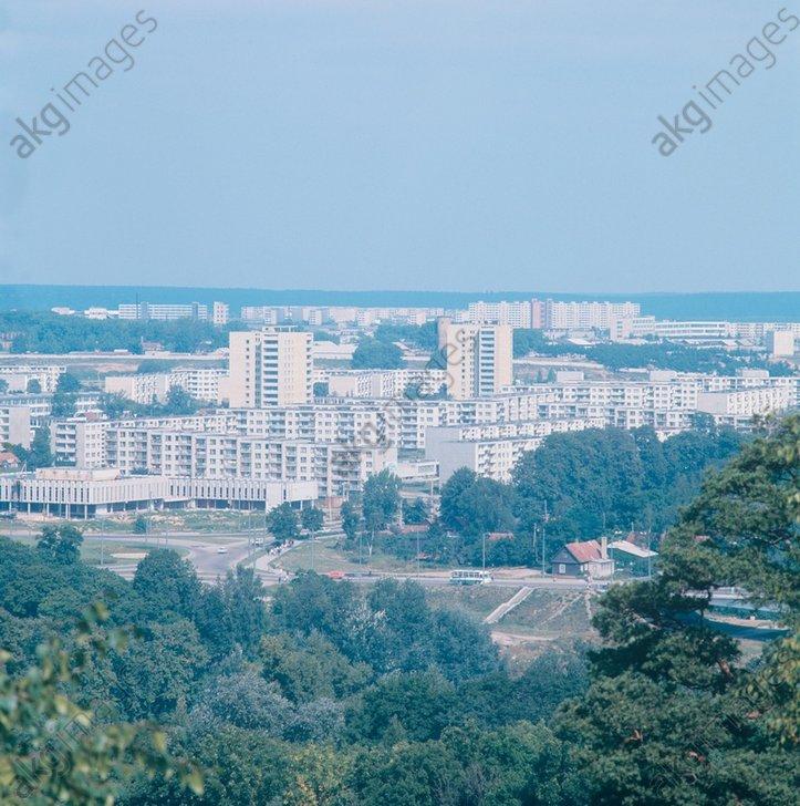 """21-22. Вильнюсские микрорайоны. Если они вам показались знакомыми, не удивительно - именно в Лаздинае снимали культовые """"Приключения Электроника"""". 1973 год."""