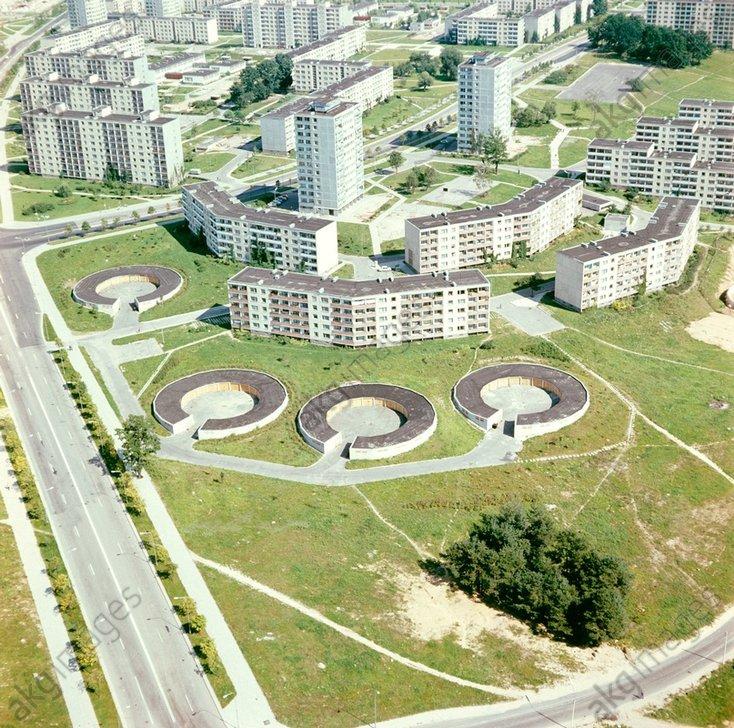 """1. Панорама Лаздиная (1975 год). Кольца на переднем плане """"обычные"""" гаражи."""