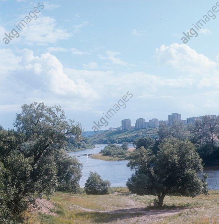 17-20. Лаздинай в Вильнюсе не исключение. Другие микрорайоны не менее ухоженные и благоустроенные. Вот несколько снимков Жирмуная. 1974 год.