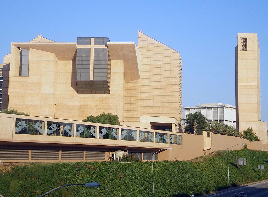 Кафедральный собор Пресвятой Девы Марии в Лос-Анджелесе, вторая по величине из католических в США