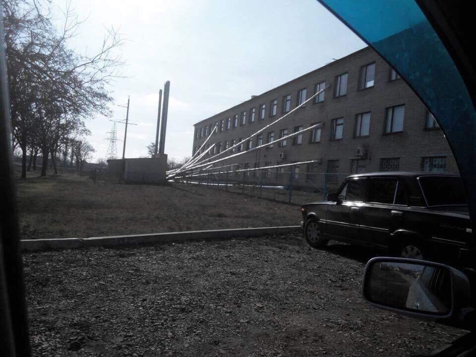 Баштанская районная больница в Николаевской области. Тепло напрямую подается в кабинеты начальства и палаты состоятельных пациентов. Медреформа и реформа энергетики в одном флаконе.