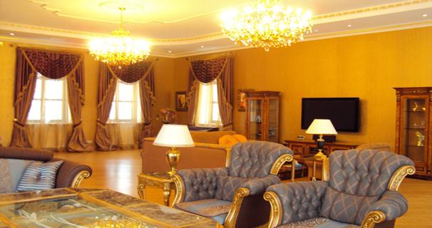 Этот дом снова расположен в Горках-2, его стоимость 15 млн. евро (23 млн. долларов). Его площадь 1700 кв.м, он располагается на участке 50 соток. На участке также имеются дом для охраны (200 кв.м) и дом для обслуги (250 кв.м)