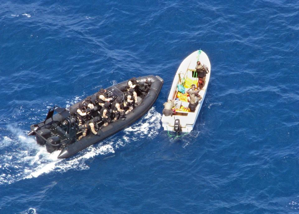 Группа захвата настигла одну из двух подозрительных лодок, замеченных с испанского десантного корабля Galicia. Фото: AFP / East News