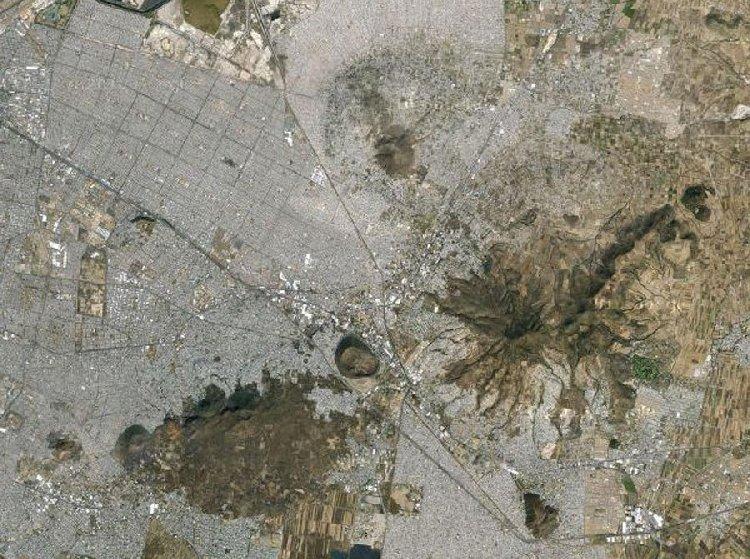 (Неца-Алко, самая большая трущоба в мире - на 4 млн. человек. Она расположена на окраине столицы Мексики – Мехико)