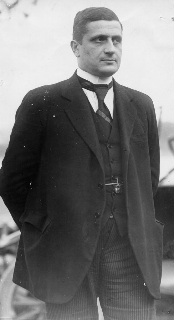 Джованни Амендола - один из немногих настоящих либералов, отстаивающих свободу-равенство-братство более, нежели свободу рук за общим столом собственников. Вместе с Роберто Бенчивенгой стоял за союз с коммунистами для вооужённой борьбы против фашизма - правда, в 1924 г., когда уже было поздно.
