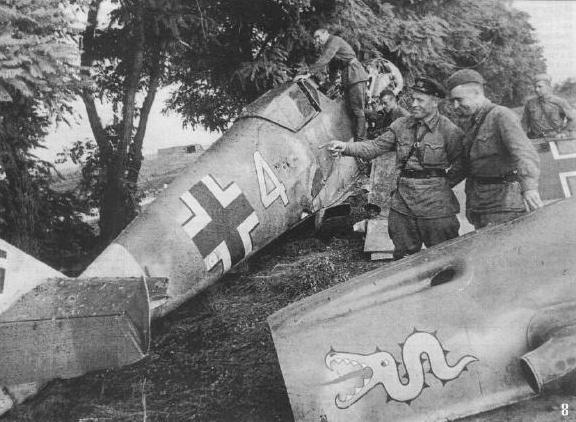 """Зенитчики """"заморили червячка"""". Юго-Западный фронт, июль. Bf-109 оберфельдфебеля Хайнца Шмидта сбит 20 июля."""
