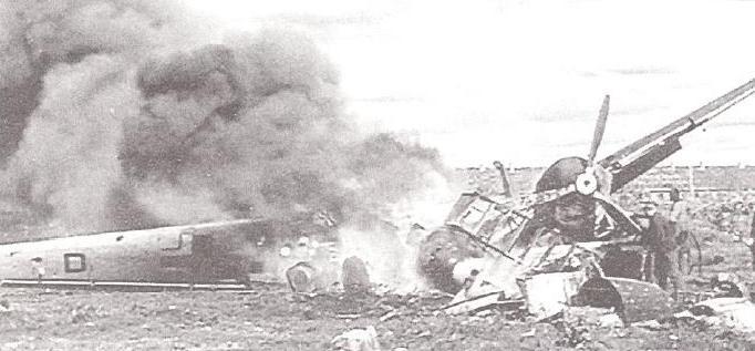 Зажгли. 7 июля 1941 года года, дружеский визит советских ВВС на аэродром Киркинес. Горит двухмоторный истребитель Bf-110.
