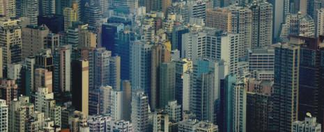 """Города формируют свой собственный климат, с одной и той же системой отличий от климата региона. и планировка города здесь крайне существенны; в Чикаго и Мумбаи исследована их роль в формировании """"острова тепла"""" и выпадении осадков соответственно."""