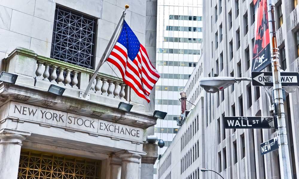 Один из финансовых центров мира, Нью-Йоркская фондовая биржа на Уолл-Стрит