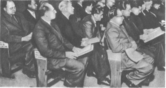 Депутаты от КПГ в федеральном собрании (17 июля 1954 г.), слева направо: в первом ряду - Фиш, Ледвон, во втором ряду - Пауль, Рейман, Реннер, Кюн, в третьем ряду - Рише, Руйес. Депутаты от КПГ проголосовали против избрания Хейса президентом ФРГ, поскольку он подписал боннский и парижский договоры