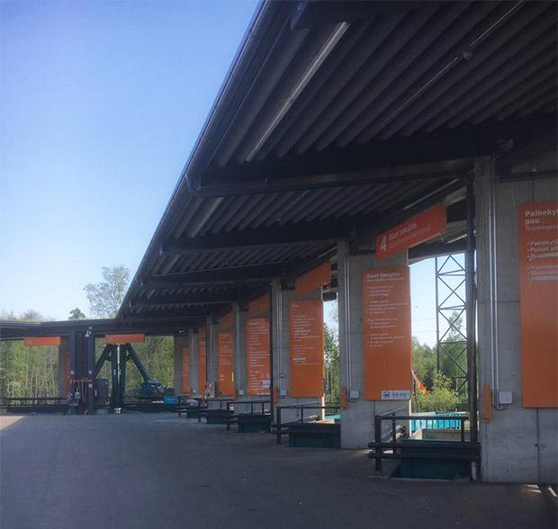 Пункт для сортировки крупногабаритного мусора в пригороде Хельсинки