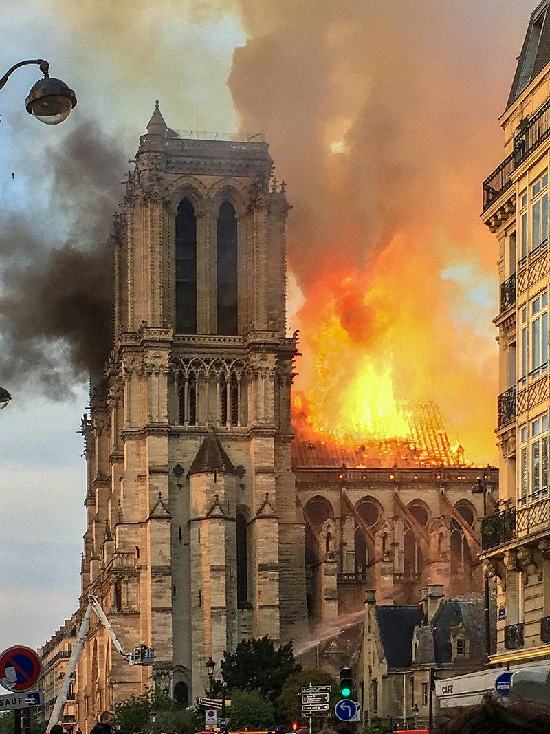 Пожар в соборе Парижской богоматери (Нотр-дам де Пари)