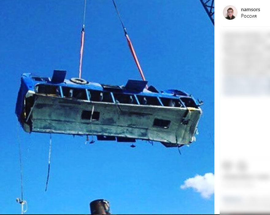 Подъём автобуса, упавшего в Керченский пролив в Темрюкском районе: он вёз рабочих из разных углов РФ, строивших пирс для магната