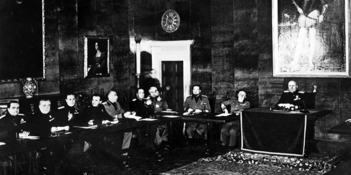 Муссолини и члены Большого фашистского совета