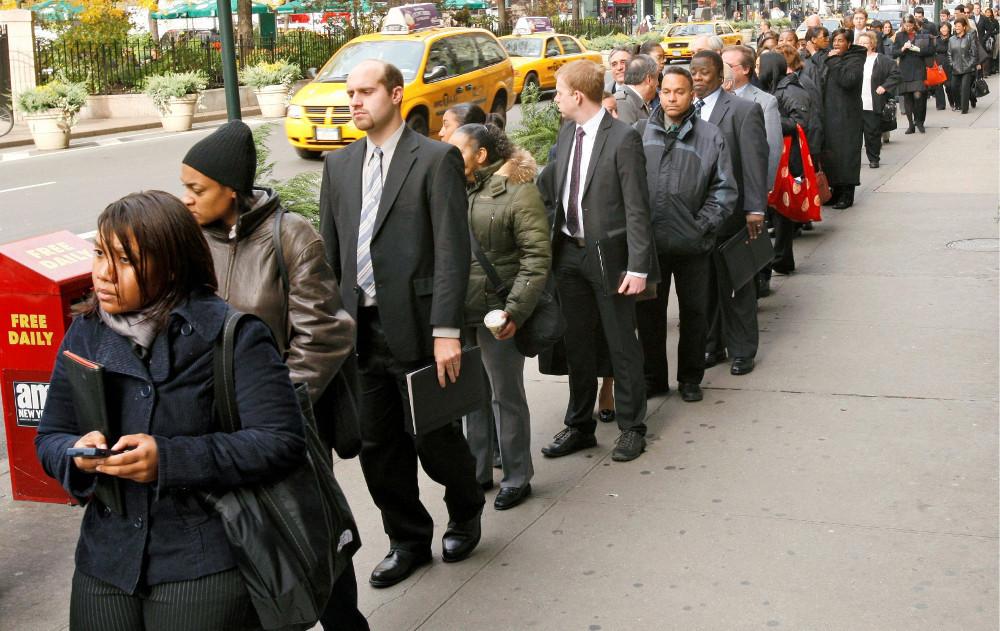Очередь из безработных в США