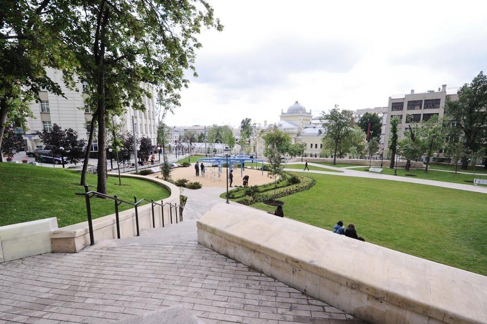 Благоустроенный московский сквер