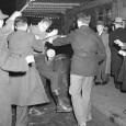 Print PDF К середине 1930-х годов вСША было более сотни нацистских организаций. Частенько проходили парады, нацисты сбарабанным боем маршировали буквально вкаждом мало-мальски крупном американском городе. Лозунги стандартные: «Мы избавим нашу […]