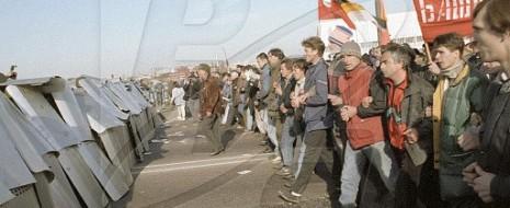 """Откуда родился термин """"демофашизм"""" и как """"демократы"""", поддержав насилие над народом во имя рыночных реформ, похоронили самоё демократию"""