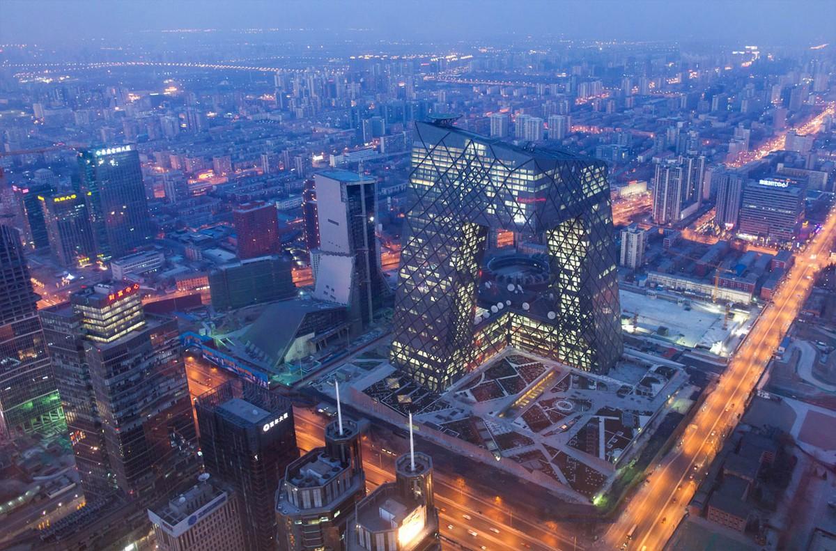Ядовитое небо Китая, январь 2013 г.. Экстремальное загрязнение воздуха — следствие развития по пути «грязного подъёма», преобладающего у азиатских «тигров». Сейчас ему следуют страны Центральной Азии.