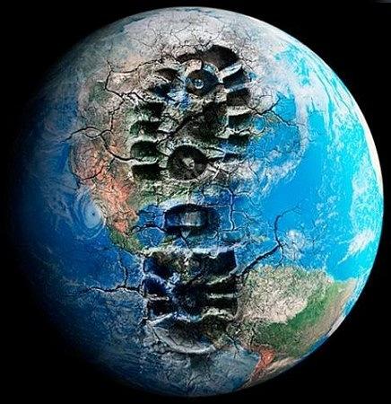 """""""Экологический след"""" (англ. ecological footprint). Разные страны  процессе развития """"обменивают"""" природный капитал на прогресс  увеличении, условно говоря, человеческого потенциала (или капитала). Рисунок показывает, что приемлемым способом это делать получается сегодня только у Кубы, вчера - ещё у ГДР, ЧССР и др.соцстран. Страны первого мира портят чужую природу и не могут осстановить свою, третьего - не могут сохрнить что имеют и с развитием получается в меньшинстве случаев, во """"втором мире"""" это было сбалансированней"""