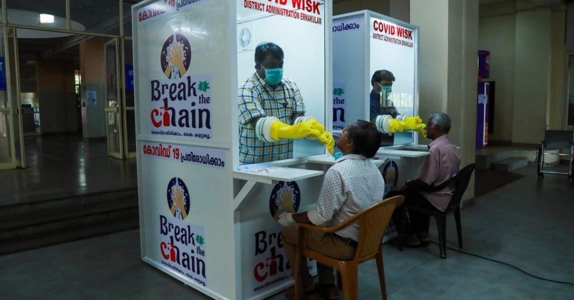 Процесс тестирования в Эмакуламе, штат Керала.