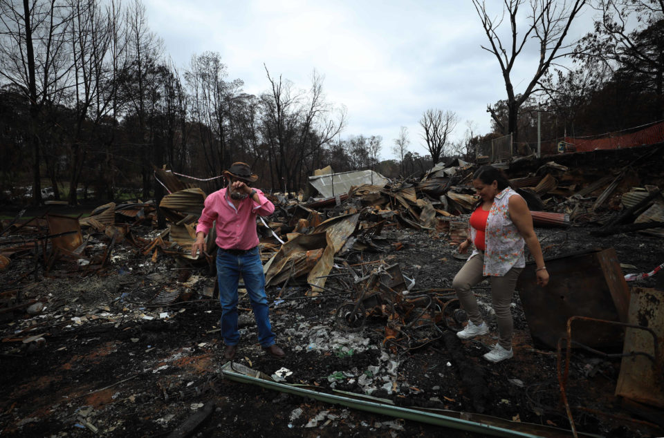 (200119) -- CANBERRA, Jan. 19, 2020 -- Photo taken on Jan. 18, 2020 shows a man shedding tears on the property ruins le