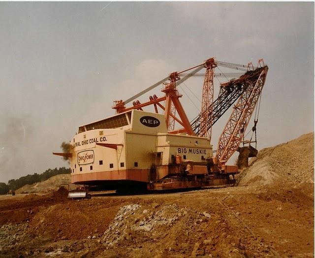 Экскаватор Goliath, самый большой в мире. Сделан в единственном экземпляре для добычи угля в канадской провинции Саскачеван