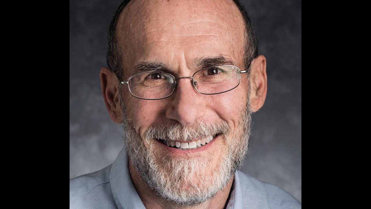 """Автор, Джеффри Мервис, пишущий для издания о научной политике в Штатах, вполне симпатизирует идее, что надо усилить накал борьбы: закрыть """"дыры"""" для иновлияния, лучше выявлять иноагентов и пр."""